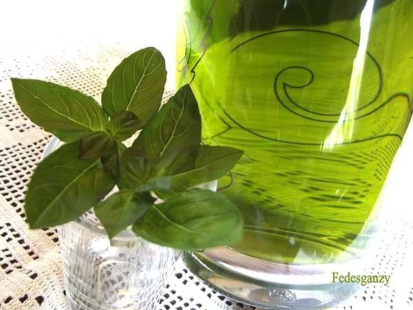 Liquore al basilico fai da te fatto in casa il casalingo for Basilico in casa
